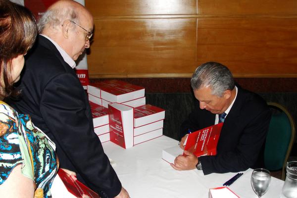 Marçal Justen Filho autografa a nova edição da obra
